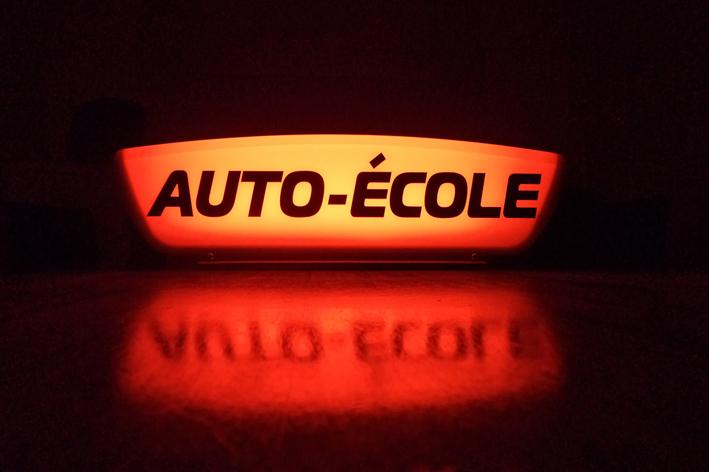 Panneau lumineux auto école, Thermoformes